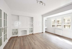 Refurbished flat with fireplace for rent in Turo Parc
