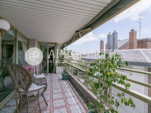High and stately flat with fireplace for sale in Tres Torres District