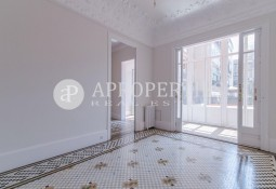 Beautiful and modernist flat for rent in Eixample