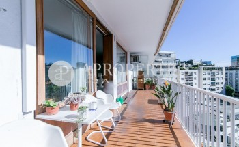 Spacious and bright apartment for sale near Turó Parc