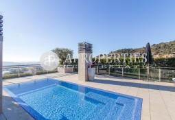 Spectacular penthouse for sale with private pool in Torre Vilana