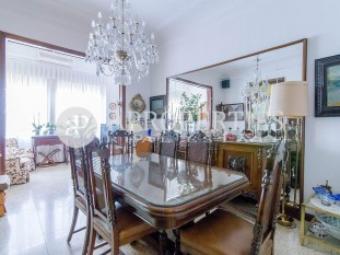 Flat for sale to refurbish in a beautiful magnificent building located in Eixample, Barcelona