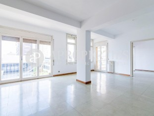 High apartment for sale near the Avinguda Diagonal