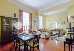 Beautiful stately flat for sale in a listed building in Republica Argentina street in Barcelona