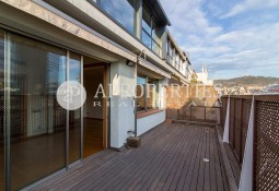 Penthouse with terrace for rent close to Plaça Francesc Macia