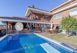 Magnificent detached house with swimming pool in the center of Sant Just, for sale