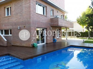 Elegant property for sale in the exclusive area of Can Trabal in Sant Cugat