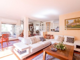 Exceptional apartment for sale with communal pool in Pedralbes