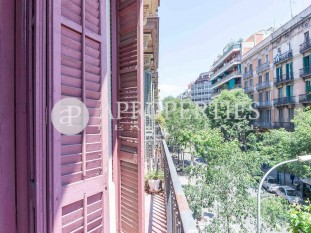Flat for sale to refurbish in the center of Eixample Esquerra