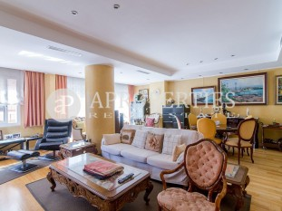 Elegant apartment for sale ready to live close to Sagrada Familia