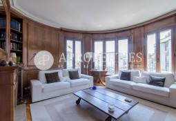 High apartment in a royal estate of the emblematic Balmes Street, for rent
