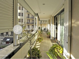 Wonderful apartment with terrace facing south in Enric Granados