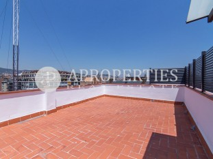 Magnificent and bright penthouse for sale with terrace in Eixample Esquerra