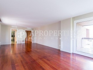 High and bright apartment for sale near Turó Park and Galvany