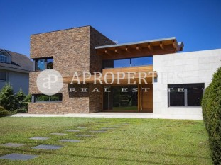 Stunning semi-new house for sale in Valldoreix