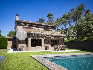 Elegant and modern property for sale in Sant Cugat