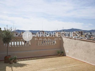 Penthouse for sale located in a royal estate in Poble Sec