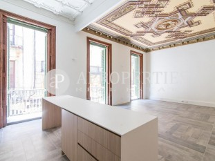 Luxury apartment for sale in the heart of el Gòtic