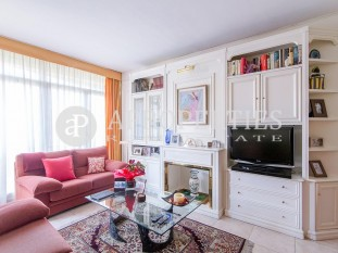 High and bright apartment for sale in Eixample