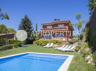 Impeccable house for sale with wonderful views in Bellaterra