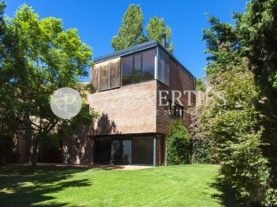 Impressive family house for rent in Pedralbes