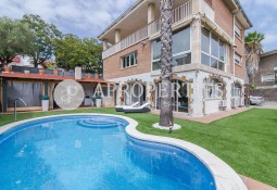 House with swimming pool for sale in Sant Just Desvern