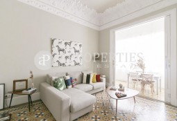 Amazing modernist apartment for rent in Eixample district