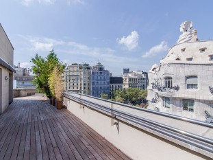 Magnificent penthouse for sale with spectacular terrace overlooking La Pedrera