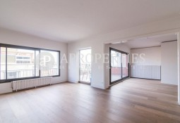 Refurbished penthouse for rent in Turó Parc, Barcelona