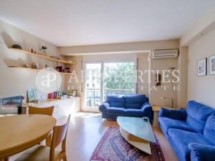 Flat for sale to refurbish with terrace and parking in Eixample Esquerra in Barcelona