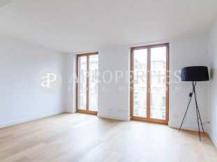Wonderful brand new flat with plenty of light in Enric Granados Street