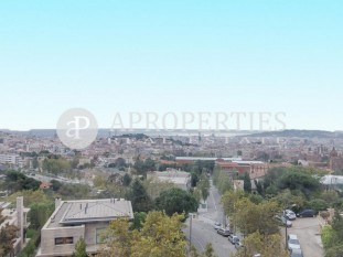 Flat for sale with beautiful views in the upper area of Barcelona