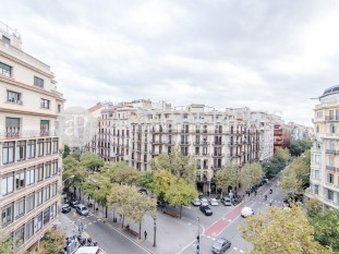 Magnificent apartment for sale in a great classic building in Rambla Catalunya, Barcelona