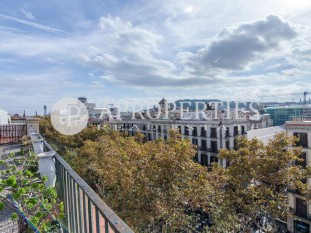 Impressive duplex penthouse for sale to reform in La Rambla of Barcelona