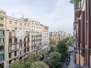 Beautiful apartment in wonderful royal estate in the heart of Rambla de Catalunya, Barcelona
