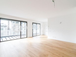 Wonderful brand new penthouse with terrace for sale in Rambla Catalunya, Barcelona