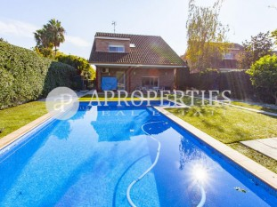 Housing with swimming pool for sale in Sant Cugat