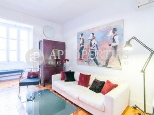 Beautiful apartment for rent in Rambla Catalunya