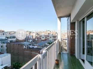 Bright and high flat for sale in the heart of Galvany, Barcelona