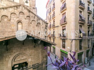 Beautiful flat to update for sale in El Born, Barcelona