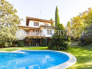 House with fantastic swimming pool and garden next to the station of Valldoreix, Sant Cugat