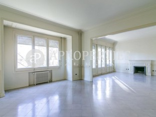 Beautiful apartment for rent with views to Turó Park, Barcelona