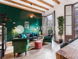 Wonderful refurbished apartment for sale a step away from Rambla de Catalunya, Barcelona
