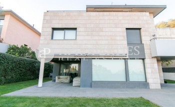 Spectacular house for sale in the upper area of ​​Barcelona with excellent views
