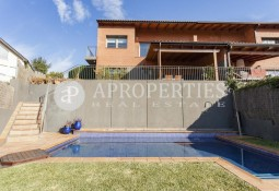Charming semi-detached house with spectacular views in La Floresta, Sant Cugat