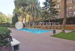 Bright renovated apartment for rent with swimming pool in Pedralbes, Barcelona
