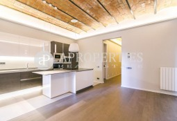 Spectacular brand new refurbished apartment for sale in the emblematic Rambla de Catalunya, Barcelona