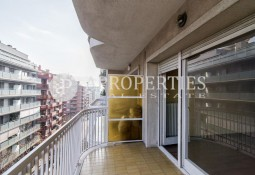 Fantastic apartment with terrace and parking space for sale in l'Eixample Esquerra Alta, Barcelona
