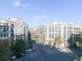 Great apartment to reform for sale in a royal estate of Eixample Dreta, Barcelona