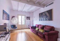 Great apartment for sale next to the Plaça de la Vila de Madrid, Barcelona